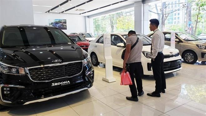 Sức mua mới phục hồi, đại lý ô tô lại lo ế ẩm vì dịch bệnh
