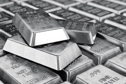 Giá bạc tăng hơn 70% trong 12 tháng qua