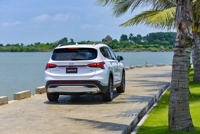 Hyundai Santa Fe 2021 có giá từ 1,03 tỷ đồng