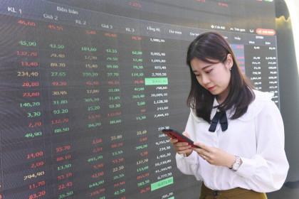 Phiên giao dịch chứng khoán sáng 19/5: Thị trường phân hóa, VN-Index rung lắc