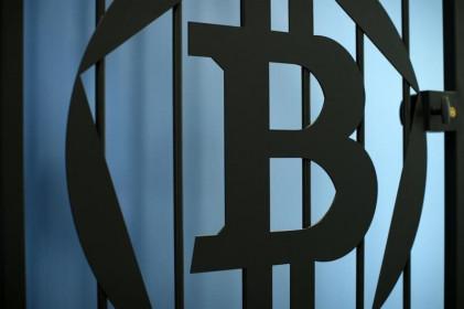 Cổ phiếu Tesla, Coinbase giảm khi bitcoin lao dốc