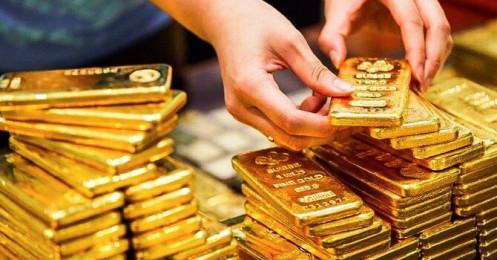 Chuyên gia cho rằng không ngạc nhiên nếu vàng vượt mốc 1.900 USD, giá vàng SJC giữ đà đi lên