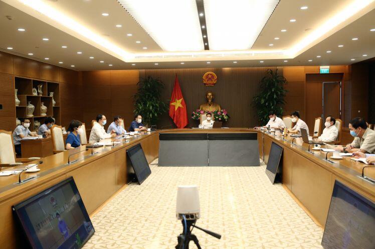 Phó Thủ tướng Vũ Đức Đam: Thực hiện khai báo y tế tất cả công nhân, giữ vững sản xuất công nghiệp