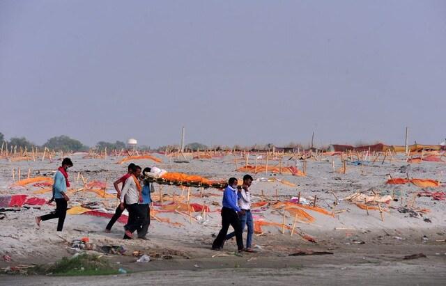 """Hơn 300.000 người đã chết vì Covid-19, Ấn Độ """"khó tránh"""" làn sóng thứ ba"""