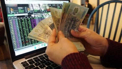 Ầm ầm đổ tiền vào chứng khoán, nhà đầu tư ôm hận vì cắt lỗ đúng đáy