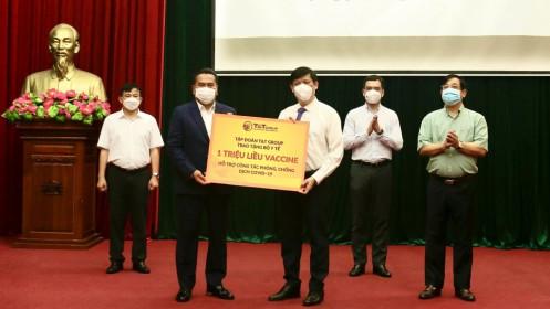 Tập đoàn T&T Group trao tặng 1 triệu liều vắc-xin phòng Covid-19