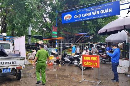 Hà Nội: Ca nghi mắc Covid-19 ghé qua, cả chợ Xanh Văn Quán bị phong tỏa