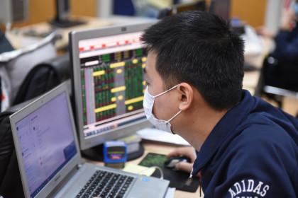 Cổ phiếu ngân hàng, chứng khoán kéo nhau đi xuống