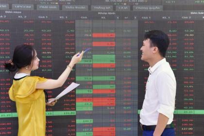 Kinh ngạc tốc độ tăng giá của cổ phiếu thép và ngân hàng