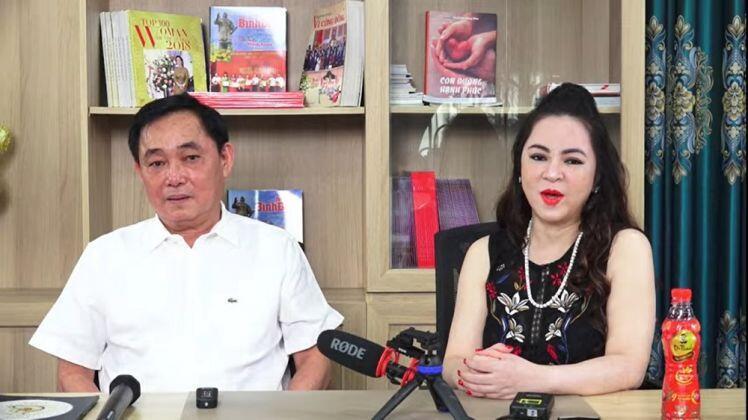 """Đại gia Dũng """"lò vôi"""" livestream cảm ơn Bộ TT&TT, bà Phương Hằng """"lấn sóng"""""""