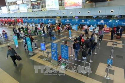 Tiếp tục thực hiện chuyến bay chở người nhập cảnh tại hai sân bay Tân Sơn Nhất và Nội Bài