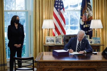 Tổng thống Biden đưa 59 công ty Trung Quốc vào danh sách đen