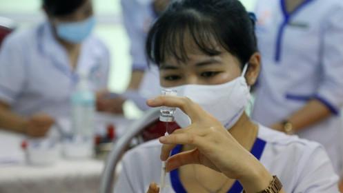 Ngân hàng ủng hộ gần 700 tỉ đồng cho Quỹ vắc xin phòng, chống Covid-19