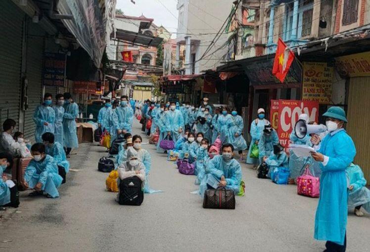 Bắc Giang di chuyển tiếp 2.000 công nhân ra khỏi ổ dịch thôn Núi Hiểu