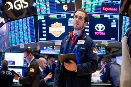 """Lo ngại quan điểm """"diều hâu""""của FED, chứng khoán Mỹ chốt tuần giảm mạnh nhất từ tháng 10/2020"""