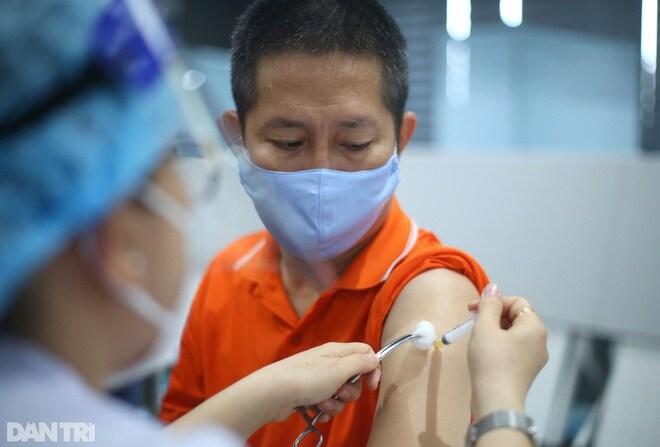 Chuyên gia: Nên trả giá cao hơn các nước để sớm đưa vắc xin về Việt Nam