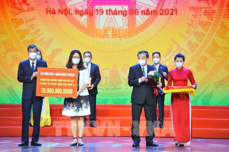 Hơn 1.700 tỷ đồng và 2,5 triệu liều vaccine ủng hộ Hà Nội đẩy lùi dịch COVID-19