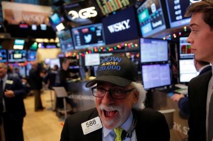 Chỉ số Dow Jones giảm nhẹ saukhi đạt mức cao nhất kể từ tháng 3