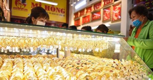 Ít người mua, giá vàng trong nước cao hơn thế giới 7,3 triệu là vô lý