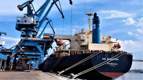 Tàu The Evolution của Hoà Phát hoàn thành chuyến hàng đầu tiên về cảng Hòa Phát Dung Quất