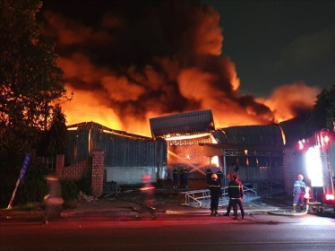 Cháy nhà kho tại KCN Sóng Thần 1: Diện tích thiệt hại lên đến 1.000m2