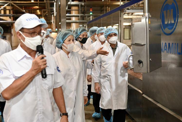 Thủ tướng Phạm Minh Chính đánh giá cao tinh thần chủ động phòng, chống dịch Covid-19 của Vinamilk và các doanh nghiệp
