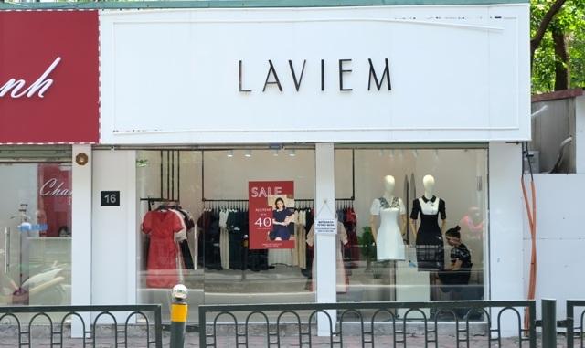 Hàng loạt nhãn hiệu thời trang giảm giá sâu hút khách trong dịch Covid-19