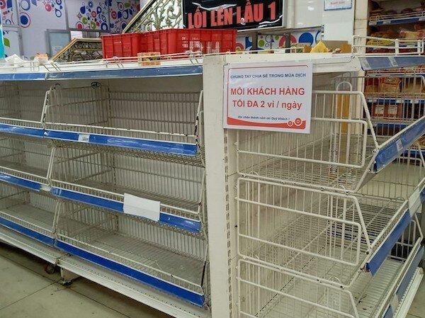 """TP Hồ Chí Minh: """"Cháy hàng"""" trứng gà dù giá tăng cao"""