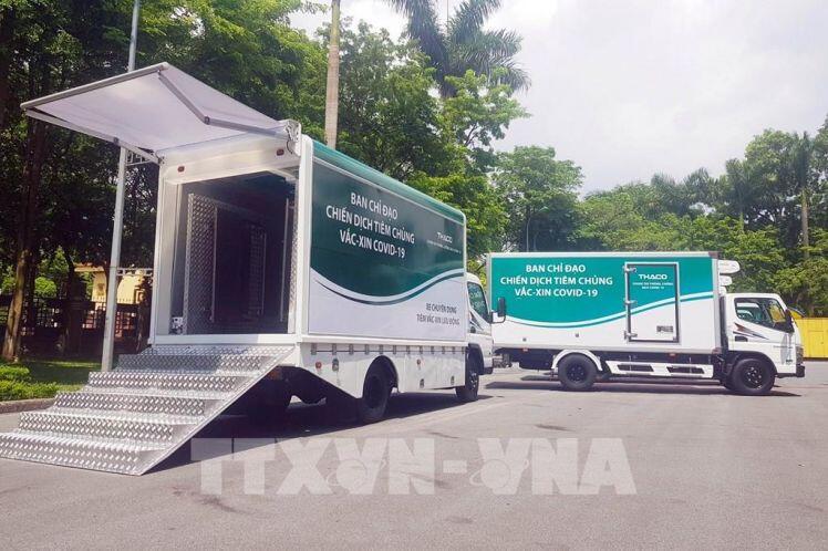 Thaco bàn giao 126 xe vận chuyển vaccine và xe tiêm chủng lưu động tặng cho Bộ Y tế