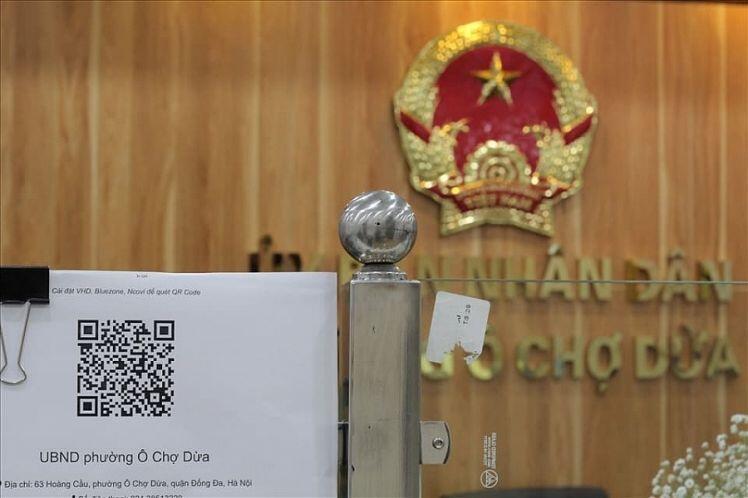 Hà Nội đẩy mạnh việc quét mã QR để quản lý thông tin người ra vào cơ quan