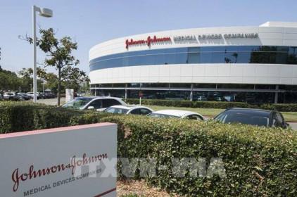 Johnson & Johnson thu hồi 5 loại kem chống nắng do phát hiện chất gây ung thư