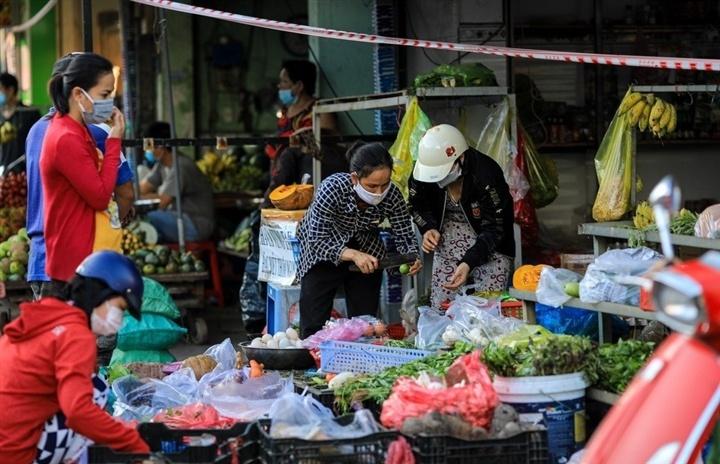 Giám đốc Sở Công thương TP.HCM: Không có chuyện thiếu 1.000 tấn rau củ quả/ngày
