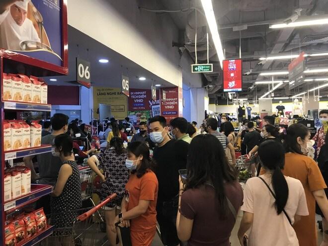 Chưa tới 21h, quầy rau, thịt tại một số siêu thị Hà Nội đã hết hàng