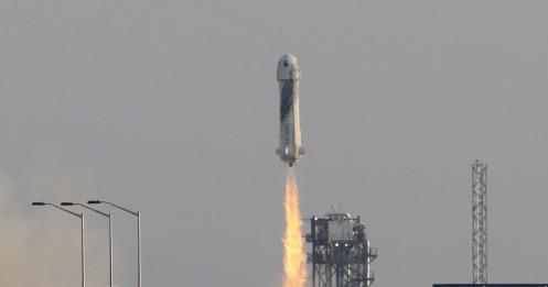 Tỉ phú Jeff Bezos thành công bay vào không gian