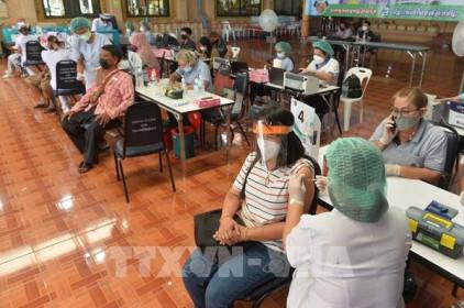 Thái Lan ghi nhận hơn 13.000 ca mắc mới COVID-19