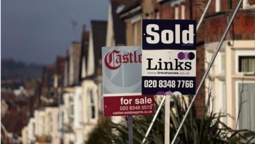 """Người Anh """"điên cuồng"""" mua nhà, doanh số tăng cao kỷ lục"""
