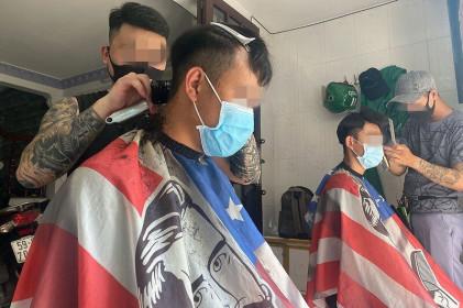 Thợ cắt tóc và 2 người vi phạm quy định cách ly bị phạt 22,5 triệu đồng