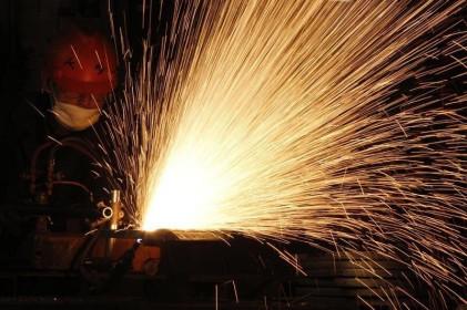 Nhiều dự án BĐS tạm dừng thi công do giá thép tăng vọt