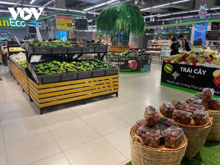 Nghe đồn Hà Nội sắp giãn cách, lao vào siêu thị vơ vét đồ