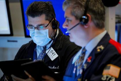 Bất chấp dữ liệu đáng kinh tế thất vọng, giới đầu tư vẫn gom hàng