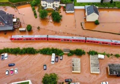Hinh ảnh lũ lụt khủng khiếp hoành hành khắp thế giới