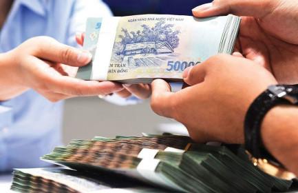 Lãi suất tiết kiệm thấp kỷ lục, dân ít gửi tiền vào ngân hàng