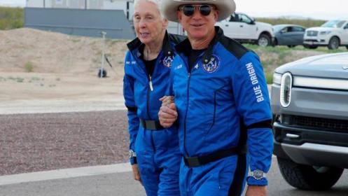 Jeff Bezos sẵn sàng chi 2 tỷ USD để có hợp đồng Mặt Trăng với NASA