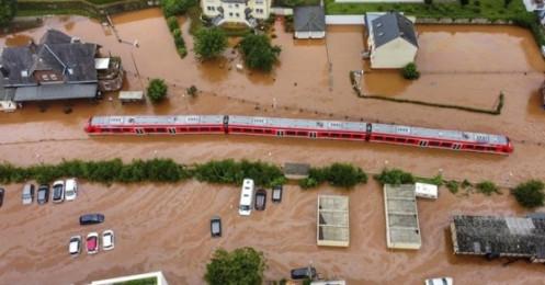 """Lũ lụt ở châu Âu và Trung Quốc """"giáng đòn mạnh"""" vào chuỗi cung ứng toàn cầu"""