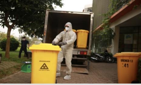 Xử lý rác thải khu dân cư cách ly: Không để lây lan, phát tán mầm bệnh ra cộng đồng