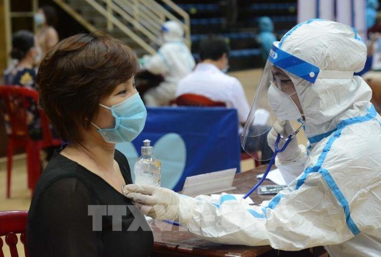 Đà Nẵng, Long An tiêm vaccine ngừa COVID-19 cho người lao động