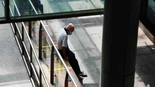 """Singapore khuyến cáo người cao tuổi chưa tiêm chủng nên ở nhà """"tối đa"""""""