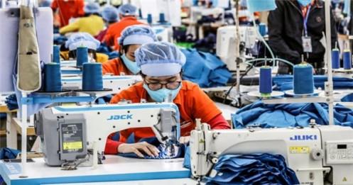 Doanh nghiệp may mặc Mỹ kêu gọi chính phủ cấp thêm vắc xin cho Việt Nam