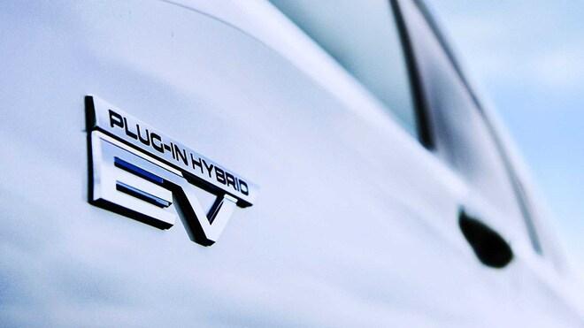 Mitsubishi Outlander bản hybrid sạc điện sắp ra mắt thị trường