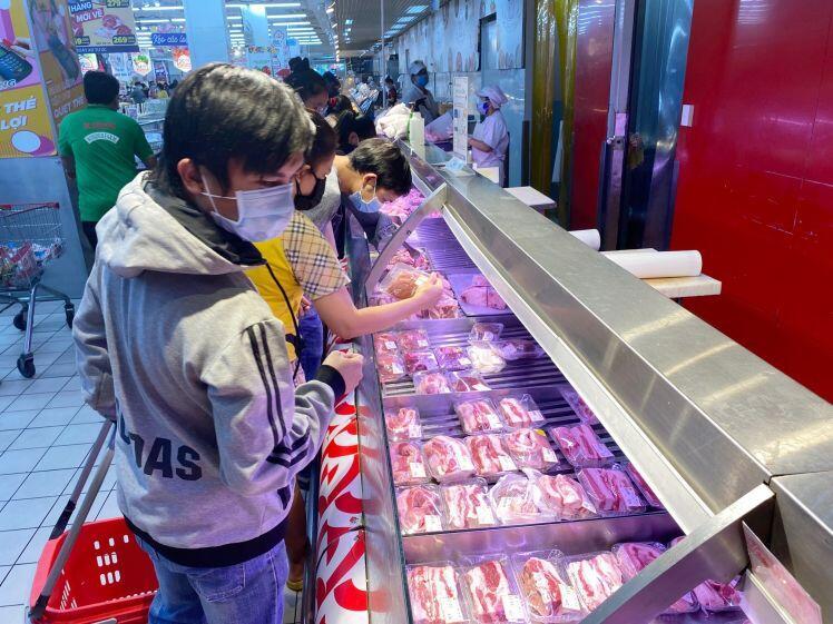 Vì sao thịt heo vẫn bán giá 'trên trời', có phải dân buôn… ăn dày?